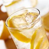 特写镜头玻璃柠檬水 免版税库存图片