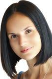 特写镜头年轻白种人妇女秀丽画象有完善的理发的 免版税库存图片