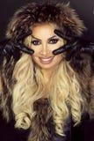 特写镜头白肤金发的妇女秀丽画象  免版税图库摄影