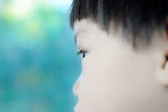 特写镜头眼睛男孩 免版税库存照片