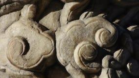 特写镜头石柱子雕刻了雕塑&云彩样式 股票视频