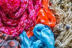 特写镜头 羊毛被编织的织品 羊毛纺织品 五颜六色的羊毛和c 免版税库存图片