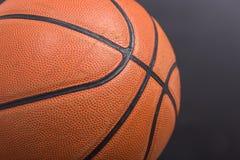 特写镜头老篮球篮子球 免版税库存图片