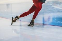 特写镜头脚女孩速度溜冰者 免版税库存图片
