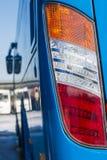 特写镜头车灯 现代的汽车 昂贵的汽车的概念 免版税图库摄影