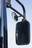 特写镜头车灯 现代的汽车 昂贵的汽车的概念 免版税库存图片