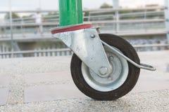 特写镜头轮子,在地板上的轮子黑色 库存照片