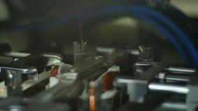 特写镜头铜丝风力机工具 股票录像