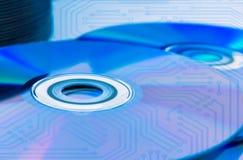 特写镜头雷射唱片(CD/DVD)有电路板的 图库摄影