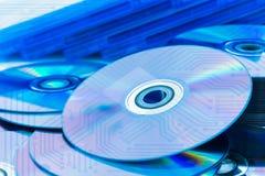 特写镜头雷射唱片(CD/DVD)有电路板的 库存图片