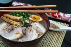特写镜头tonkotsu猪肉拉面日本人面条 库存图片