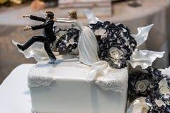 特别地装饰的婚宴喜饼。细节17 免版税库存照片