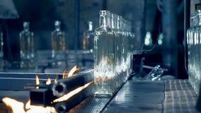 特别机器提高在传动机的瓶,关闭 股票录像