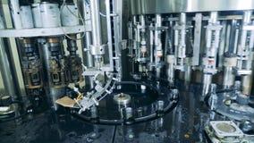 特别设备移动整瓶 威士忌酒和白兰地酒生产线 股票视频