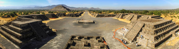 特奥蒂瓦坎站点的全景从月亮金字塔的,特奥蒂瓦坎,墨西哥 库存图片