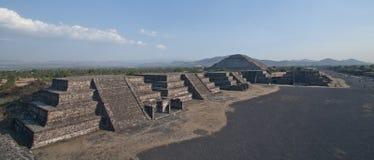 特奥蒂瓦坎金字塔在墨西哥 免版税图库摄影