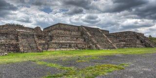 特奥蒂瓦坎,墨西哥金字塔  免版税图库摄影