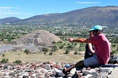 特奥蒂瓦坎-墨西哥的金字塔 免版税库存照片