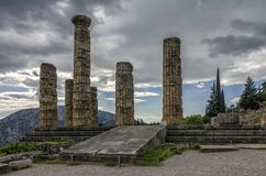 特尔斐希腊 阿波罗教堂在特尔斐考古学站点  免版税库存图片