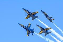 特技喷气机F-18形成海军 免版税图库摄影