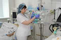 特护病房的护士 免版税图库摄影