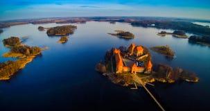 特拉凯城堡和湖海岛 免版税库存照片
