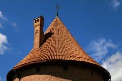 特拉凯城堡的塔屋顶在维尔纽斯附近的 免版税库存图片