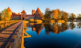 特拉凯城堡秋季 免版税库存照片