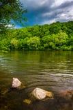 特拉华河,在伊斯顿北部,宾夕法尼亚 图库摄影
