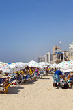 在海滩的夏天在特拉唯夫以色列 免版税图库摄影