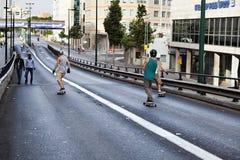 桥梁的溜冰者 免版税库存图片