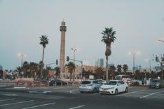 特拉唯夫 以色列 2018年10月21日:春天特拉维夫散步 阿拉伯清真寺和尖塔反对天空蔚蓝 免版税库存照片
