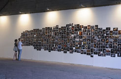 特拉唯夫10月2日, -在Tel Aviv贾法角,未知的照片陈列 免版税库存图片