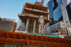 特拉唯夫- 2016年12月9日, :建造场所骗局的一名工作者 免版税库存图片