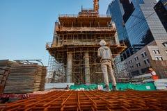 特拉唯夫- 2016年12月9日, :建造场所骗局的一名工作者 免版税库存照片