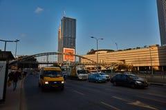特拉唯夫- 2016年12月9日, :Azrieli购物中心在特拉维夫,街道vi 图库摄影
