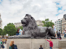 特拉法加广场叫作Landseer狮子的狮子雕塑 免版税库存照片
