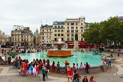 特拉法加广场喷泉旅游胜地伦敦英国英国 图库摄影