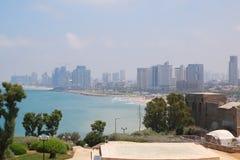 特拉维夫的看法有摩天大楼的从圆形剧场在Abrasha公园在贾法角,以色列 库存图片