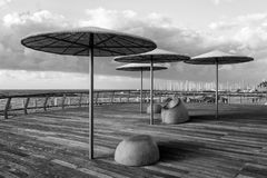 特拉维夫,以色列- 2016年12月26日:现代海滩散步机智 库存照片