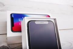 特拉维夫,以色列- 2017年11月23日:Iphone x巧妙的电话 最新苹果计算机Iphone 10手机 说明社论 库存照片