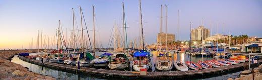 特拉维夫小游艇船坞海滩,以色列 免版税图库摄影