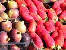 特拉维夫新鲜的无花果和草莓2011年 免版税库存照片