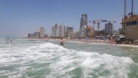 特拉维夫海滩绿色水 免版税库存图片