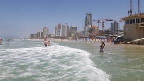 特拉维夫海滩绿色水 免版税库存照片