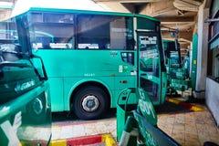 特拉维夫- 20 04 2017年:中央公共汽车stati的被怂恿的公共汽车公园 免版税图库摄影