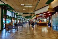 特拉维夫- 20 04 2017年:中央汽车站等候室, Tel Avi 库存照片
