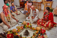 特拉维夫- 10 05 2017年:早期梵文的传统野兔婚姻ta的克里希纳 库存图片