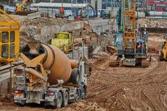 特拉维夫- 10 06 2017年:建造场所机械和工作者我 免版税库存图片