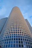特拉维夫- Azrieli中心摩天大楼在晚上光的由有测量的187 m穆尔Yaski Sivan建筑师 免版税库存图片